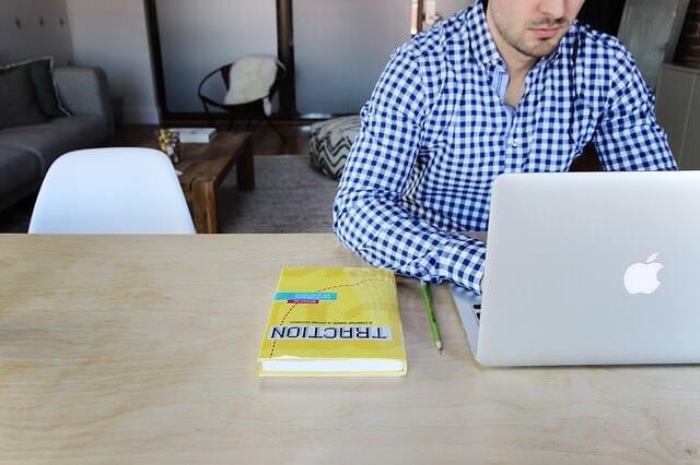 サラリーマンの副業はブログがおすすめ。月10万円も目指せるよ。